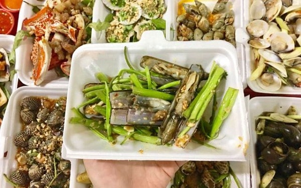 Quán ăn hải sản ngon rẻ ở Sài Gòn nổi tiếng, đông khách. Nên ăn hải sản ở đâu Sài Gòn? Địa chỉ ăn hải sản bình dân ở Sài Gòn.