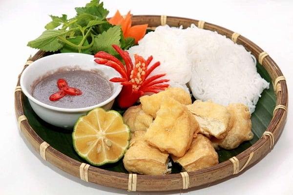 Ăn gì gần sân bay Tân Sơn Nhất? Đồ ăn ngon gần Tân Sơn Nhất. Tới sân bay Tân Sơn Nhất nên ăn món gì ngon, hợp khẩu vị, đặc trưng.
