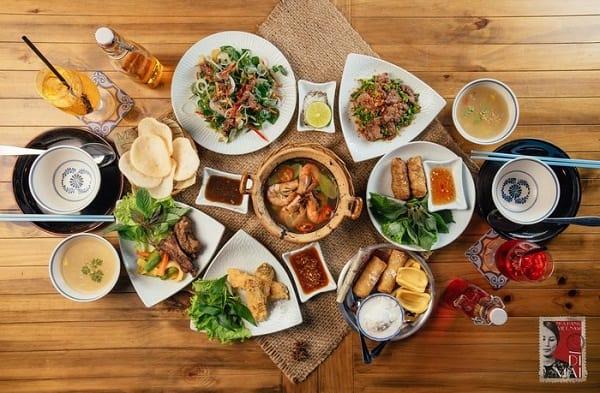 Các quán ăn ngon ở Quận 1, Sài Gòn nổi tiếng đông khách. Ở quận 1, Sài Gòn nên đi ăn đâu giá rẻ, đông khách? Địa chỉ ăn ngon ở Q1.