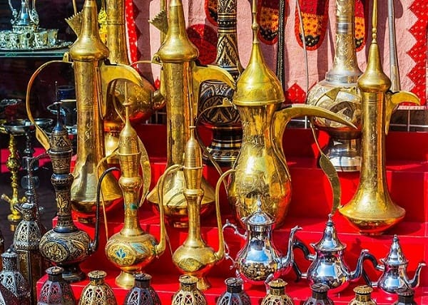 Du lịch Qatar nên mua gì làm quà? Đồ lưu niệm đậm chất Qatar. Nên mua gì làm quà khi tới Qatar rẻ, đẹp, ý nghĩa.