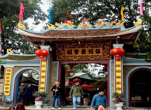 Kinh nghiệm đi lễ đền ông Hoàng Bảy kèm cách sắm đồ lễ chuẩn. Hướng dẫn đi lễ đầu năm đền ông Hoàng Bảy đường đi, đồ lễ cần thiết.