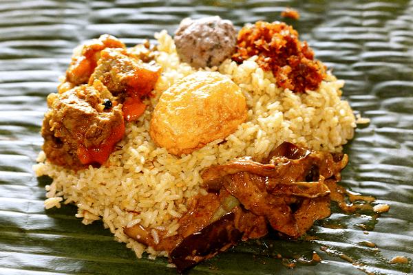 Các món ăn truyền thống nổi tiếng ở Sri Lanka gây thương nhớ. Du lịch Sri Lanka nên ăn gì? Các món ăn ngon nên thử ở Sri Lanka.