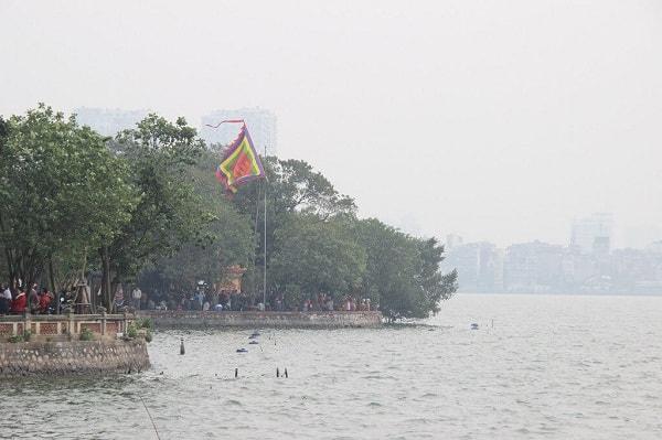 Việt Nam có ngôi chùa nào nổi tiếng, linh thiêng? Những ngôi đền chùa linh thiêng nhất Việt Nam đi lễ đầu năm. Đầu năm nên đi lễ những ngôi đền chùa nào linh thiêng, cổ kính nhất.