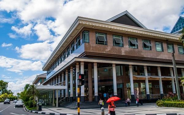 Kinh nghiệm mua sắm ở Brunei địa chỉ kèm mặt hàng. Du lịch Brunei nên mua sắm ở đâu? mua gì? đặc trưng rẻ đẹp chất lượng.