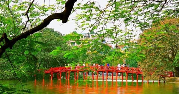 Bảng giá vé tham quan Hà Nội cụ thể chi tiết. Giá vé tham quan, du lịch ở Hà Nội mới nhất, cập nhật, chính xác.