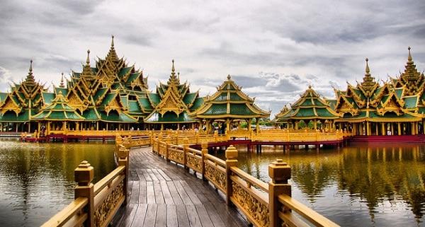 Hướng dẫn tham quan hoàng cung Thái Lan kèm đường đi, giá vé. Đường đi tới hoàng cung Thái Lan và chùa Phật Ngọc cụ thể, chi tiết.