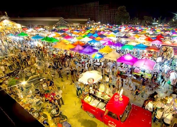 Các khu chợ đêm ở Bangkok (Thái Lan) sầm uất, nhộn nhịp. Du lịch các khu chợ đêm ở Bangkok đông khách, hấp dẫn ai cũng nên tới.