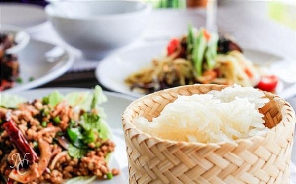 Kinh nghiệm du lịch Phonsavan thăm cánh đồng chum tại Lào. Hướng dẫn, cẩm nang du lịch bụi Phonsavan cụ thể đường đi, ăn uống...