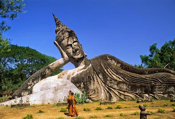 Kinh nghiệm du lịch bụi Savanakhet tự túc tiết kiệm. Hướng dẫn, cẩm nang du lịch Savanakhet cụ thể đường đi, xe bus, giá vé...