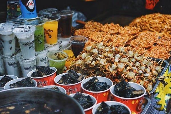 Ăn gì khi du lịch Phượng Hoàng Cổ Trấn ngon rẻ đặc sắc. Ẩm thực Phượng Hoàng Cổ Trấn. Các món ăn đặc sản ngon của Phượng Hoàng Cổ Trấn.