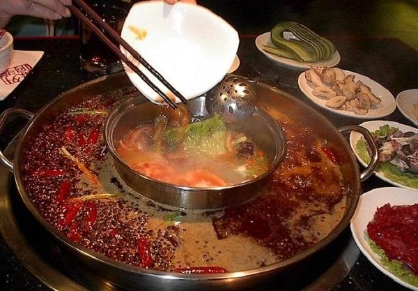 Ăn gì khi du lịch Phượng Hoàng Cổ Trấn ngon rẻ đặc sắc. Ẩm thực Phượng Hoàng Cổ Trấn. Món ăn dân dã hấp dẫn ở Phượng Hoàng Cổ Trấn