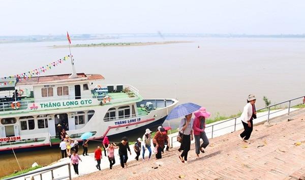 Du lịch một ngày trên sông Hồng bằng tàu thủy thú vị độc đáo. Hướng dẫn, chương trình du lịch sông Hồng bằng tàu thủy đặc biệt.