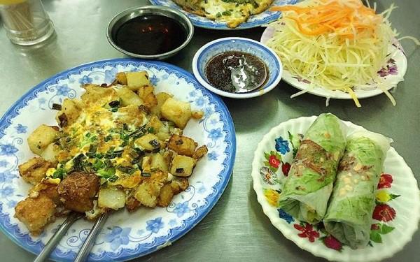 Gợi ý những quán bột chiên ngon nhất Sài Gòn lâu đời, đậm vị. Nên ăn bột chiên ở đâu Sài Gòn ngon, rẻ? Quán bột chiên ở Sài Gòn