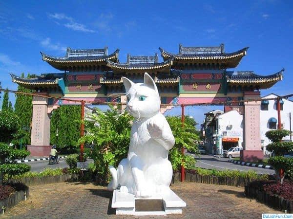 Kinh nghiệm du lịch thành phố mèo Kuching: ăn gì? chơi gì? Hướng dẫn, cẩm nang du lịch Kuching cụ thể ăn, ở, đường đi, thời điểm.