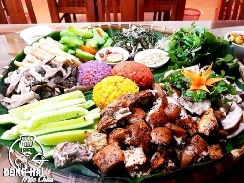 Nhà hàng Đông Hải - Nhà hàng nổi tiếng ở Mộc Châu