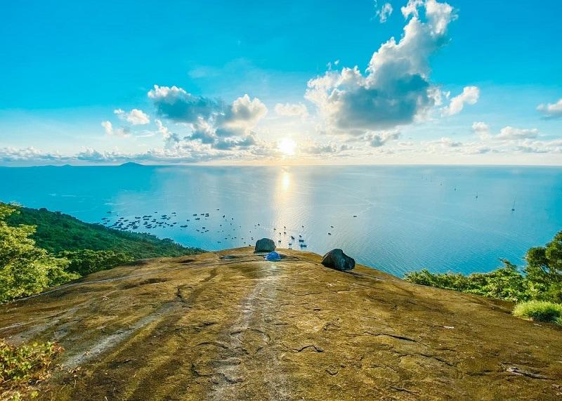 Kinh nghiệm du lịch Hòn Sơn, đỉnh Ma Thiên Lãnh