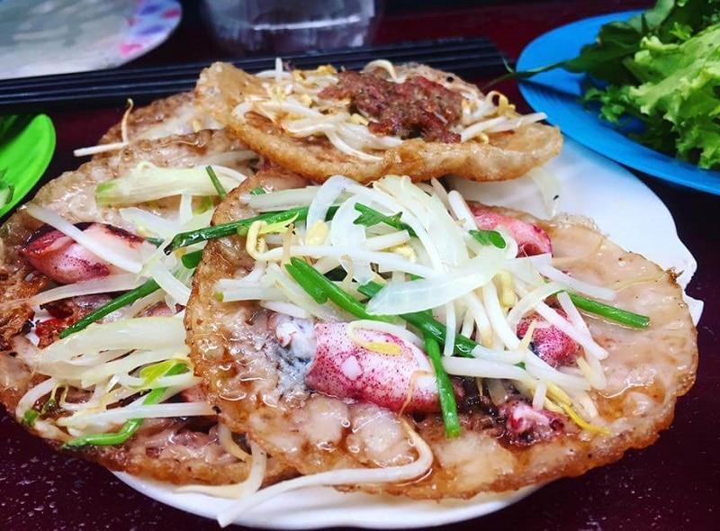 Món ăn đặc sản Nha Trang, bánh xèo mực