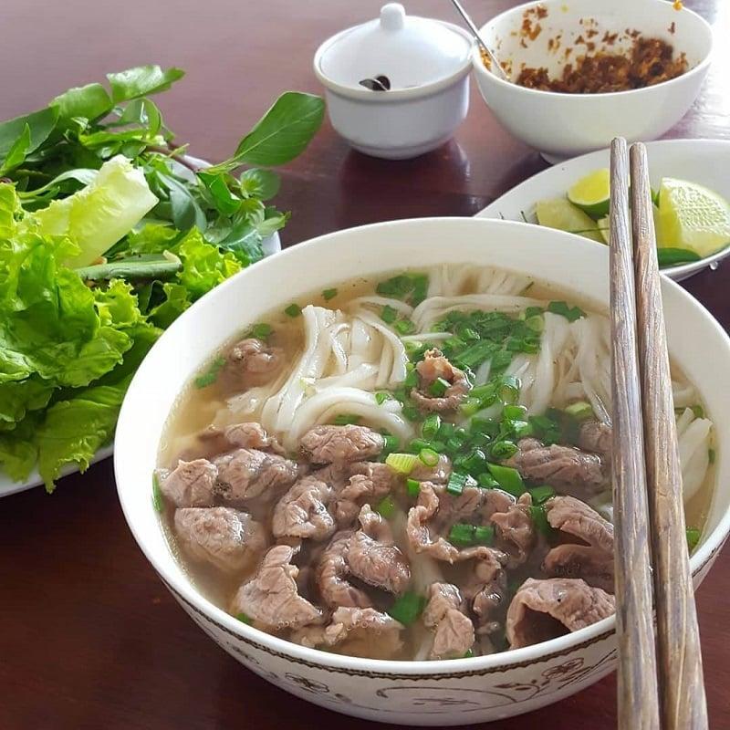 Địa chỉ quán ăn phở ngon, đông khách nhất ở Nha Trang