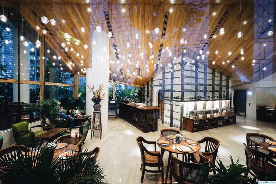 Khách sạn tốt ở Quận 1, Sài Gòn nên thuê dịp lễ 30/4-1/5. Kinh nghiệm thuê khách sạn ở Quận 1 tốt, chất lượng, thuận tiện.