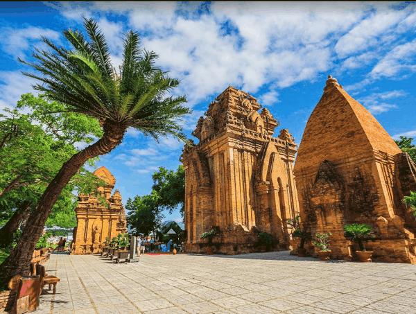 Kinh nghiệm du lịch Nha Trang. Du lịch Nha Trang nên đi đâu chơi? Tháp bà Ponagar
