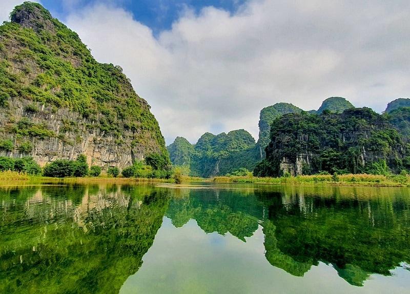 Kinh nghiệm du lịch Tràng An, cách di chuyển từ Hà Nội tới Tràng An