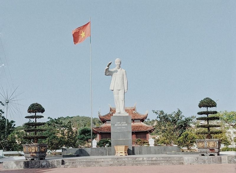 Địa điểm du lịch Cô Tô, tượng đài Bác Hồ