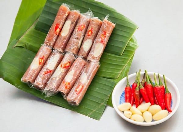 Kinh nghiệm du lịch Sầm Sơn, nem chua là đặc sản của Thanh Hóa