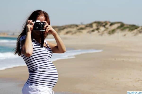 Phụ nữ mang thai không nên đi du lịch an phận ở nhà. Phụ nữ có bầu có được đi du lịch không? Lưu ý quan trọng bà bầu đi du lịch.