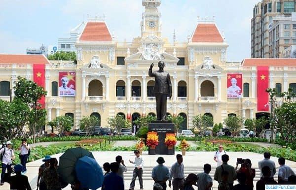 Du lịch Sài Gòn dịp 2/9 có gì vui? Hoạt động tưởng niệm, dâng hương ở công viên tượng đài Hồ Chí Minh