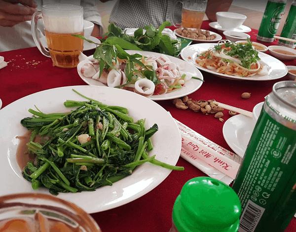 Mũi Né có nhà hàng, quán ăn hải sản nào ngon, giá rẻ? Địa chỉ quán ăn hải sản ngon, giá bình dân ở Mũi Né. Nhà hàng Biển Đông