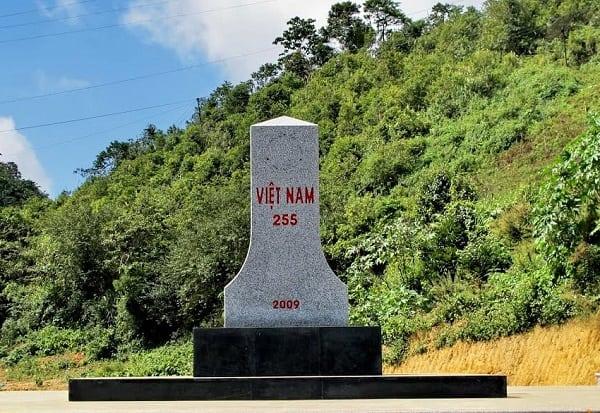 Hướng dẫn kinh nghiệm du lịch Mộc Châu, Cột mốc 225 - biên giới Việt Lào