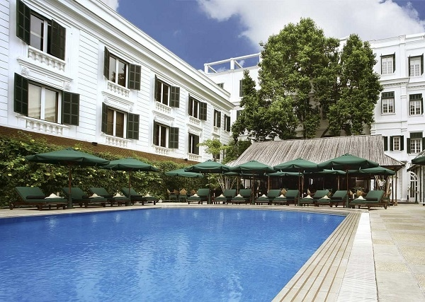 Review khách sạn Sofitel Legend Metropole Hà Nội, khu vực hồ bơi của khách sạn
