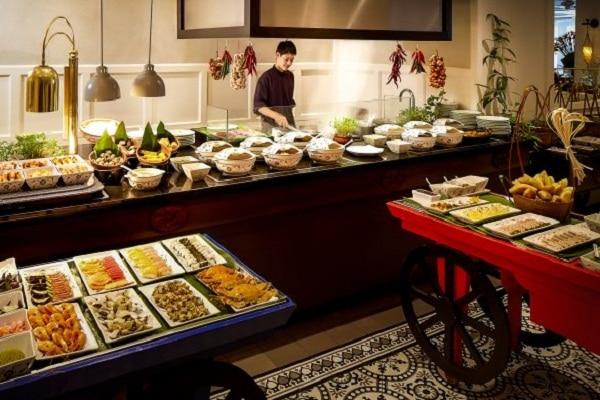 Khách sạn Sofitel Legend Metropole Hà Nội có gì? Nhà hàng Vườn Hương Vị