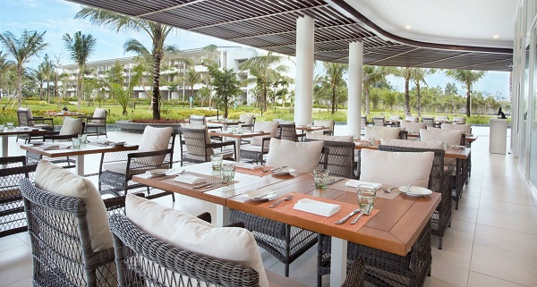 Review khu nghỉ dưỡng Sol Beach House Phú Quốc: Nhà hàng Ola Beach Club với các món ăn Địa Trung Hải