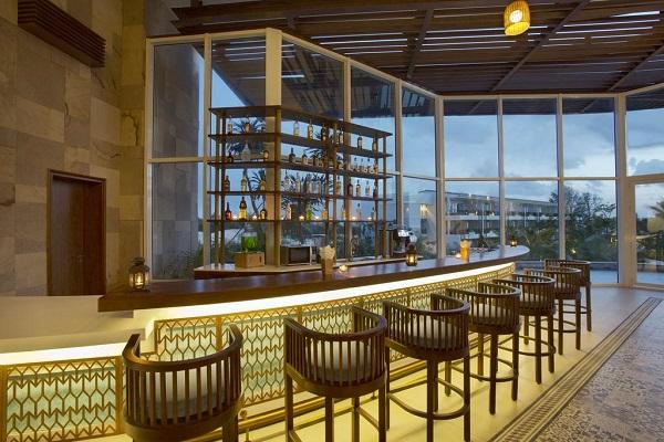 Review khu nghỉ dưỡng Sol Beach House Phú Quốc: Không gian trong nhà của The Lobby Bar