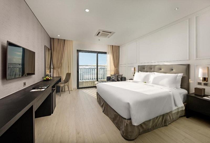 Khách sạn Golden Bay Đà Nẵng ở đâu, có tốt không, review? Phòng Deluxe