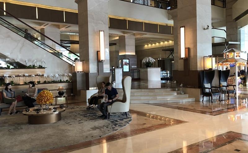 Review khách sạn Pan Pacific Hà Nội, sảnh chờ của khách sạn