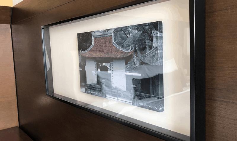 Review khách sạn Pan Pacific, một bức tranh trang trí trên tường ở khách sạn