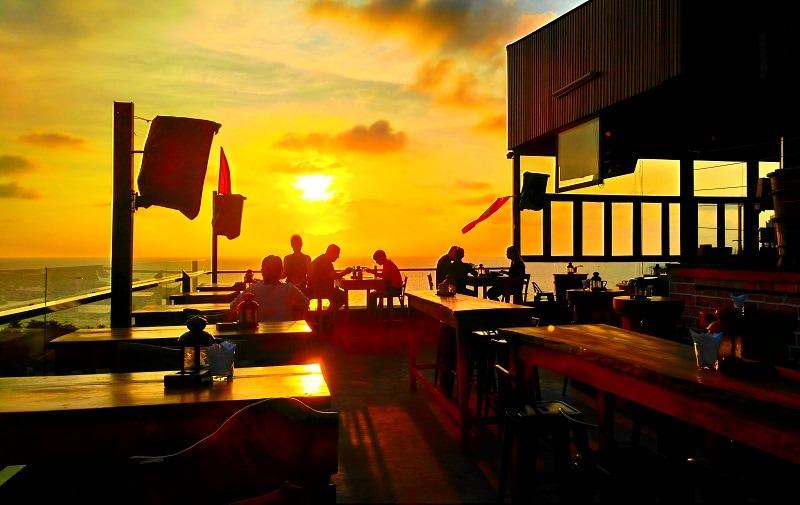 Review khách sạn Phú Quốc Ocean Pearl về cảnh đẹp, ăn uống. Sky Bar