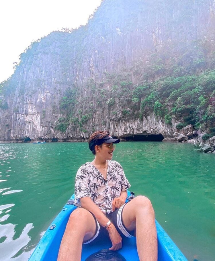 Địa điểm du lịch Hạ Long, chèo kayak ở Hang Luồn
