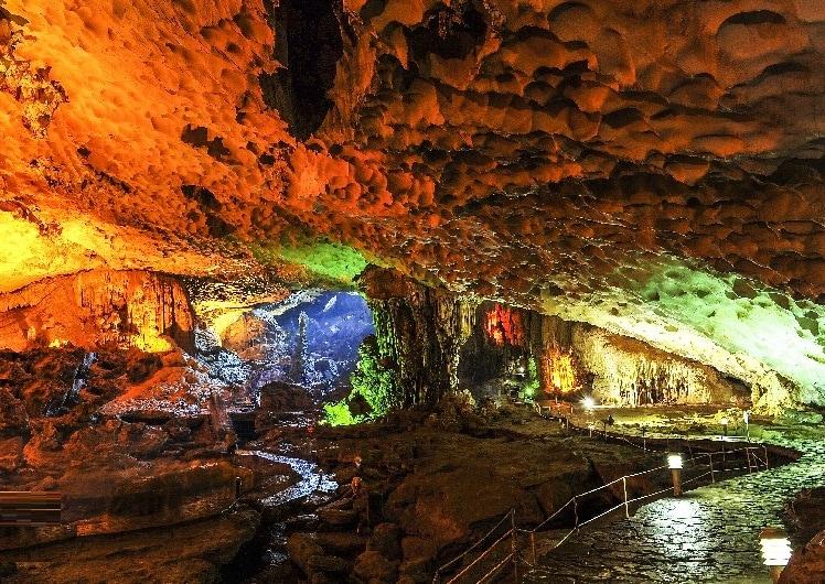 Vịnh Hạ Long có gì đẹp? Hang sửng Sốt, địa điểm du lịch Hạ Long nổi tiếng
