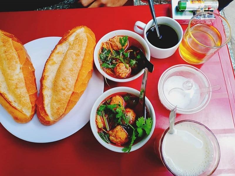 Bánh mì xíu mại Hoàng Diệu - quán bánh mì ngon ở Đà Lạt