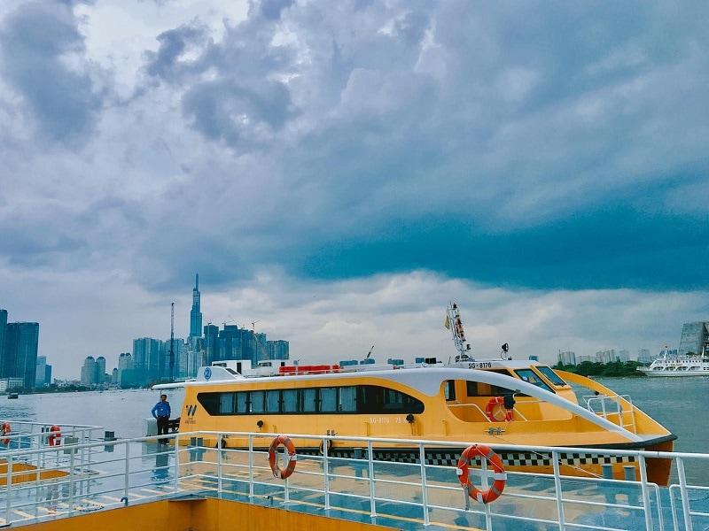 Nên đi xe buýt sông Sài Gòn vào thời điểm nào?